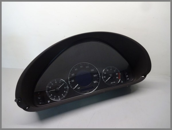 Mercedes Benz MB W209 Tachometer Kombiinstrument 2095405411 VDO 110.080.251/012