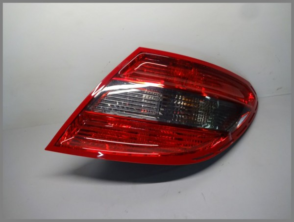 Mercedes Benz W204 Limo rear light taillight RIGHT 2049068602 original